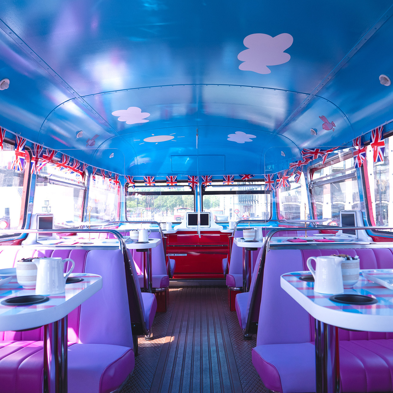things to do in London with kids: Peppa Pig Bus Tour